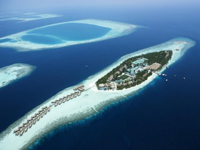 Фото отеля Vilamendhoo Island Resort & Spa 4*